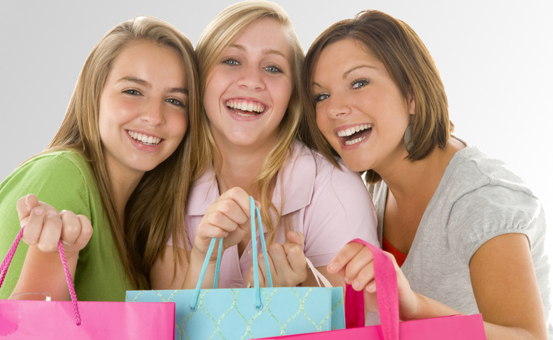 Girls Perfume Party (c) Monkey Business Fotolia 10787046